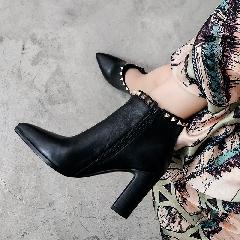 2017秋冬高跟机车靴粗跟靴尖头短靴女铆钉靴冬季朋克马丁靴S7022